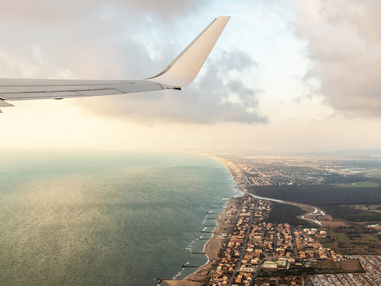 5 Wellness Tips to Survive Long Flights